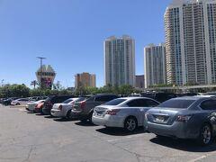 駐車場はホテル建物の前に屋外駐車場と ホテル横に屋内駐車場があってどちらも無料でした。