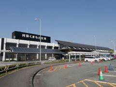 羽田への飛行機に乗るため、熊本空港に帰ってきました。