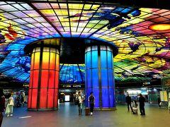 MRT「左營駅」からステンドグラスが美しい「美麗島駅」まで戻り…