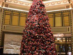 フェアモントピースホテルのクリスマスツリー。