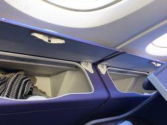 A380はルフトハンザ航空に次いで2回目ですが、少し古くなった感じのシートです。荷物などは窓際席が楽