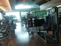 で、ジムに行ってきた。 ホテル内でなく、ピピ バンヤン ヴィラにある。 複数のホテルで共用しているそう。  結構広いしマシンも多め。