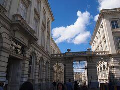 ブリュッセルの王立美術館です。 前日には、安倍総理が来ていたそうです。  ここで現地のガイドさんと合流しました。