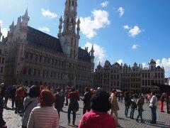 グラン・プラスです。人が多い! 本当に綺麗な広場で感動です。360度見回してもどこも綺麗です。
