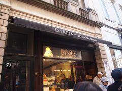 現地ガイドさんお勧めのDarcis(ダルシー)です。 日本人の店員さんもいました。 チョコレートを5箱買い、次のお店へ。
