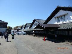 山居倉庫の米俵積み出し側。 女性仲仕が5俵(約300キロ!)を担ぎ上げていたそうで驚きます!