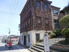 日和山公園入口に趣きのある建物。 本木雅弘主演「おくりびと(英語題:Departures)」のロケ地でした。 酒田(そして鶴岡)は色々な映画のロケ地なんですね。