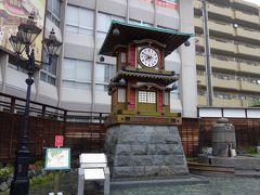 道後温泉本館建設100年周年記念として造られた、道後放生園前の坊っちゃんカラクリ時計です。カラクリを見てみたかったのですが、大雨のため断念。