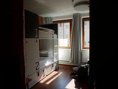 宿はこちら⇒Generator Stockholm。 https://generator-stockholm.hotelistockholm.com/en/  なんかオスロに比べたら値段が半分近く落ちた。 でもクオリティは高い。ちょっとしたパーテーションに、各ベッドにある電源がありがたい。