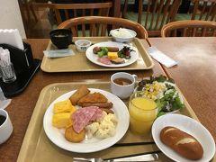ルートイン酒田の無料と銘打たれた朝食ブッフェ。 必要にして充分な内容です。 プレッツェル・ブレッドは珍しい!