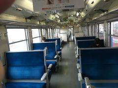 酒田から約35分で鶴岡に到着。 少なかった乗客の内、大半が下車していきました。