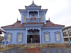 美しいパステルカラーの旧鶴岡警察署の庁舎で、明治17(1884)年創建。