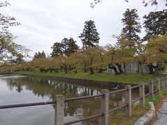 鶴岡公園(旧鶴ケ岡城址)方面へ歩いて行きます。