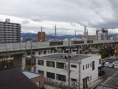 ホテル客室からの眺め。北陸新幹線の線路が近くにあります。 折角長野に来たので、早朝ランで善光寺まで行ってみました。