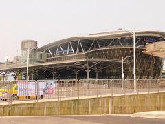 こっちは新駅 色々なところで駅舎が新しくきれいになっていますが、面白みに欠けますね でも旧駅舎が残っているところが台湾いいいところなのかも