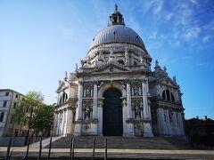 サンタマリアデッラサルーテ教会 次の日ブルーノ島から帰って行くつもりにしていたけど行けなかったのでヴァポレットからだけとなった1枚