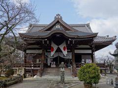 江戸時代に再建された本堂となる太子堂です。 本尊として、室町時代に造られた聖徳太子座像が安置されています。 橘寺は、聖徳太子が建立した7大寺の一つで、8世紀には、四天王寺式伽藍配置で66の建物が立ち並んでいた大寺院だったそうです。