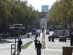 ロベルト博士のモニュメントがあるテトゥアン広場から,まっすぐ,凱旋門を通って,シウタデリュ公園までの広い道は,散歩の絶好のコース。