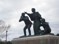尾岱沼の道の駅に来ました。 北方領土返還を訴える銅像。 心と力が入っています。