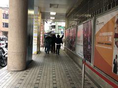 華山市場に着きました。 朝6時ちょうどでこの行列。