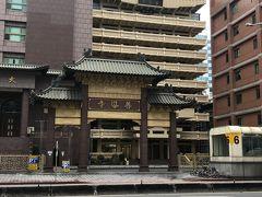 阜杭豆漿のある華山市場の目の前にある善導寺。
