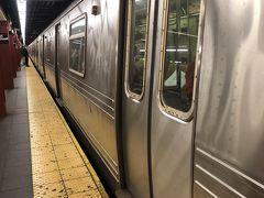 この日はロウアーマンハッタンを回ります。  切符はメトロカードの(7-day unlimited pass)を券売機で購入。34$でした。12.3回乗れば元が取れる計算です。毎回購入する手間が省けて楽でした。  まずはダンボ地区へ行くのに、地下鉄34pennstationからA線でハイストリート駅まで行きます。  地下鉄はかなり綺麗になっていました。また全然怖くもないし、パリの様にスリらしきちょろちょろ見回している人もいない。  快適に地下鉄を利用しました。