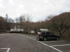 ダムの下流側からの姿を望むべく 先程、ダム天端から下流方面を望んだ際、公園になっている様だったので移動しました