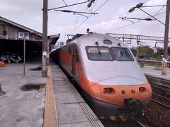 高雄を出発し、あっという間に台南に到着しました。 この電車は瑞芳まで行くようで、このまま乗っていれば九分にも行けますね。 台南駅は隣で新駅を建設中ですが、まだ古いままで趣きがあります。