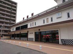 萩市内で2箇所ほど停まった後、終点の東萩駅に。 ここの緑の窓口で翌々日の切符(特急指定も)を買いました。やれやれ。