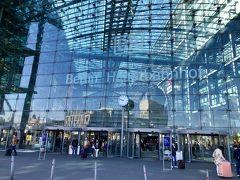 ベルリン中央駅に到着。大きな駅ですが、割とわかりやすいです。  ホームの場所をチェックして、ひと安心。