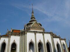 仏堂(ウィハーン・ヨート) 内部には銀の王冠を着けた重要な仏陀像や釈迦立像。王家の遺灰などが 納められる(内部は非公開)
