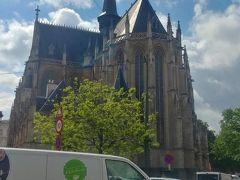 ノートルダム・デュ・サブロン教会  晴れた日でも中は荘厳な雰囲気。観光地化されていない分、静かに見学した方が良さそうです。
