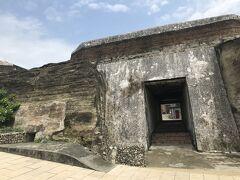 まずは島の最北部にある旗後砲台へ。 清朝末期にできてその後日本軍も攻撃したとか。 うーむ。