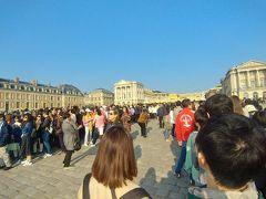激混みヴェルサイユ宮殿。今度は、地方の古城に行きたいです。