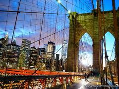 橋の中央は歩道になっていてマンハッタンからブルックリンまで徒歩で渡れます。 さすが、かっこいい! 少しずつ青空から夕暮れになっていく景色も、ネオンが光っていく街並みも素敵です。