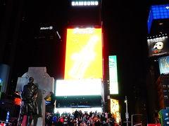 さて続いてやってきたのはタイムズクエア! ずっと夢にまでみた、テレビで見たことのあるタイムズスクエア。 夜のタイムズスクエアは明るいというかまぶしいです。