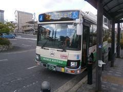 信貴山門のバス停までは10分ほどですが、ゆっくりしすぎて最後は駆け足でバス停に向かいました。  ギリギリセーフで奈良交通バスに乗り込み、信貴山下駅で下車しました。