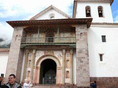 アンダワイリーリャスのサンペドロ教会。なぜこんな田舎に立派な教会があるのかは不明。中はとてもきれい。スペイン文化と太陽文化の融合。