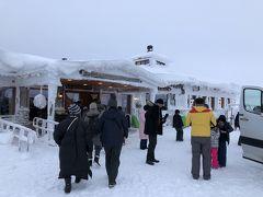 カウニスパーの丘の上にあるレストラン、Huippuに到着。 すぐ脇にリフト乗り場もあるので、多くの方で賑わっていました。