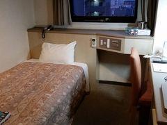 ホテルは、安いビジネスホテルを検索し、「ホテル一楽南天神」 博多と天神の中間の清川。どちらに行くにも100円バスで移動しなければなりませんが。お値段重視です。2泊で7000円ですから。  加湿器と空気清浄機、電気スタンドはお願いしてあります。