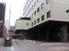 5号飯田橋ランプから外堀通り、日比谷通りと走って20分ほど。 本日の宿はホテルメルパルク東京。