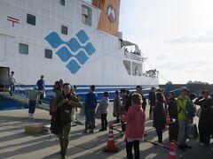 鹿児島から約8時間半で、1島目・諏訪之瀬島に到着です。