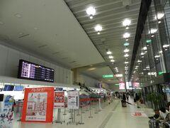 往路はJAL便で大阪(伊丹空港)→福岡間を移動します。 帰りが新大阪駅に帰着するので、両方に便利が良いように、千里中央付近の駐車場に車を置きました。 千里中央からなら、伊丹空港までモノレール1本で乗り換えなしに移動することができます。