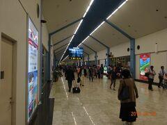 コロンボ空港に到着です 23:15分