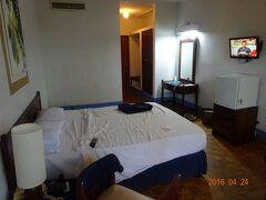 最初に宿泊したネゴンボのホテルの部屋の様子