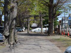 北区 平塚神社さんの境内と鳥居を見ます。
