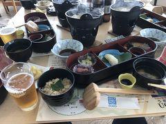 和気町藤公園から瀬戸内海を望む東洋のエーゲ海とも称される牛窓のレストランにて昼食の御膳。暫し喉を潤す一杯を。