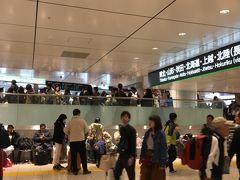 ■東京駅東北新幹線等のりば■ 09:59 上越新幹線上毛高原~浦佐間で発生した停電の影響で、のりばは大混雑でした。