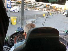 フェリーのマーク付いてます  バスで タリファまで  これは フェリーチケットを持っていれば 乗れます まともな感じの バス