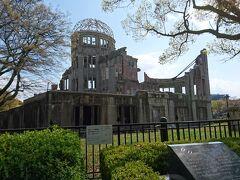 原爆ドームです。 ここまでくると観光客が多くなります。